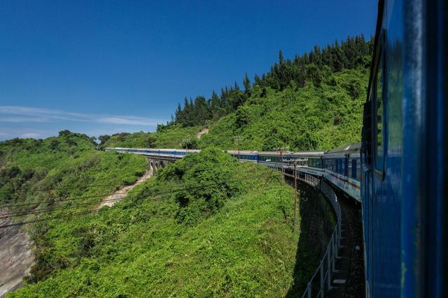 Tour xuyên Việt - Du lịch xuyên Việt bằng tàu hoả